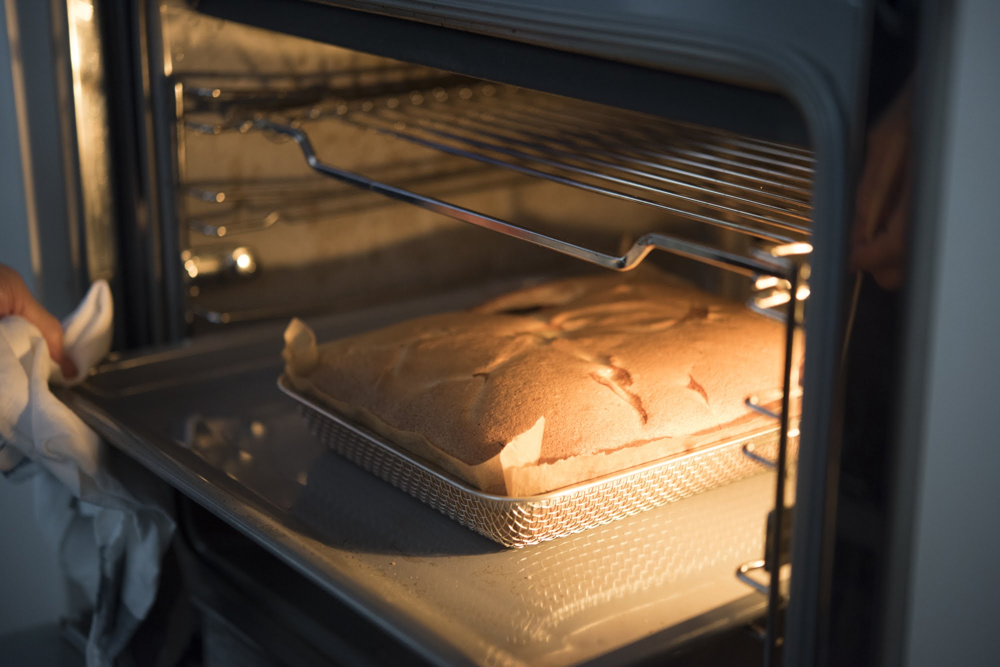 labase(ラバーゼ)の角ざるでケーキを焼いている