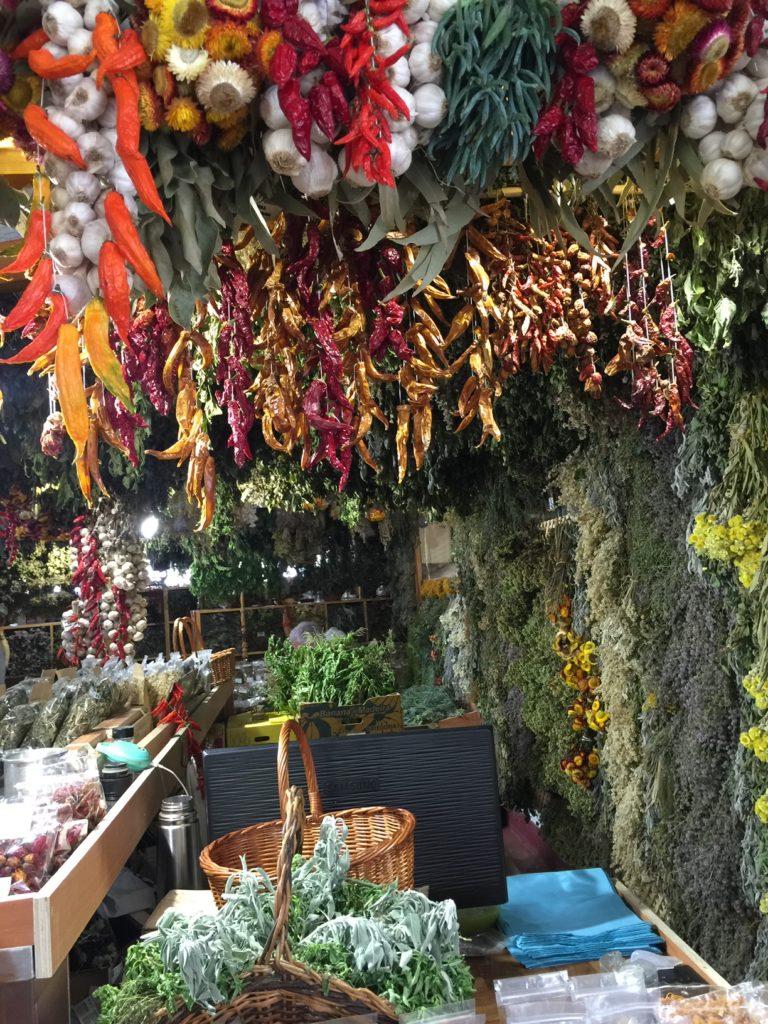 マデイラ島の市場のハーブ