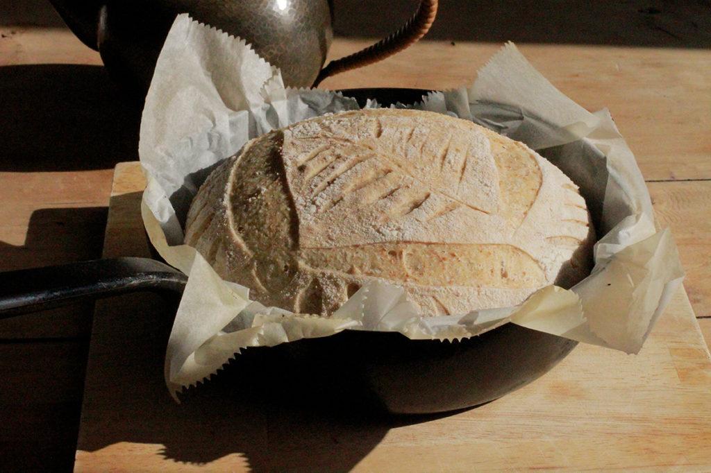 最後の工程抜きで皮は柔らかいままのサワードゥを使って焼いたパン